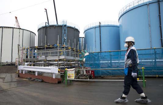 La catastrophe nucléaire de Fukushima en2011 a pesé dans la baisse des candidatures aux formationsà l'INSTN. (Ici, vue de cuves géantes à Fukushima, où sont stockés des millions de mètres cubes d'eau contaminée.)