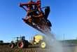 Epandage de glyphosate dans un champ situé à Piacé (Sarthe), le 11 mai.