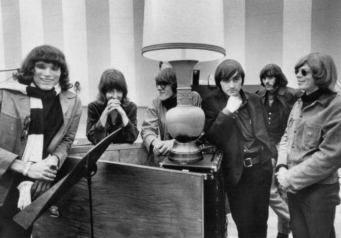 Le groupe Jefferson Airplane en 1967. De gauche à droite : Jorma Kaukonen, Grace Slick, Paul Kantner, Marty Balin, Spencer Dryden et Jack Casady.