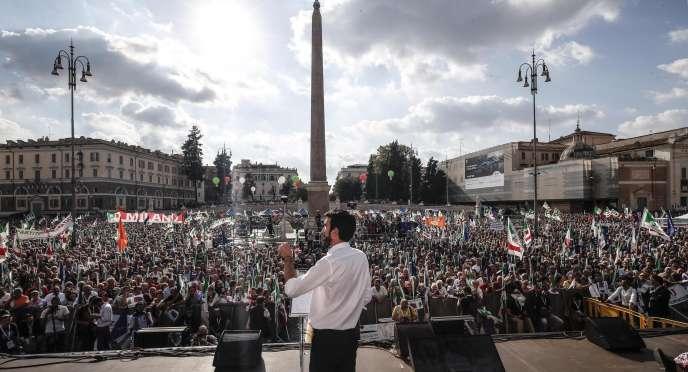 Le secrétaire général du Parti démocratique, Maurizio Martina, lors d'un rassemblement au centre de Rome, le dimanche 30 septembre.