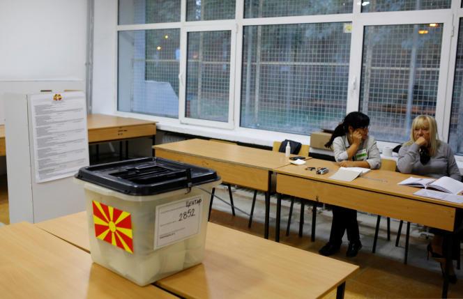 Un bureau de vote à Skopje, le 30 septembre.