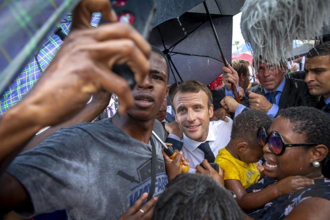 Emmanuel Macron lors de sa visite au village Quartier-d'Orléans, le 29 septembre.