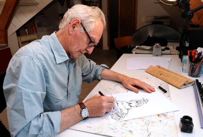 René Pétillon dessinant son héros Jack Palmer, en septembre 2013.