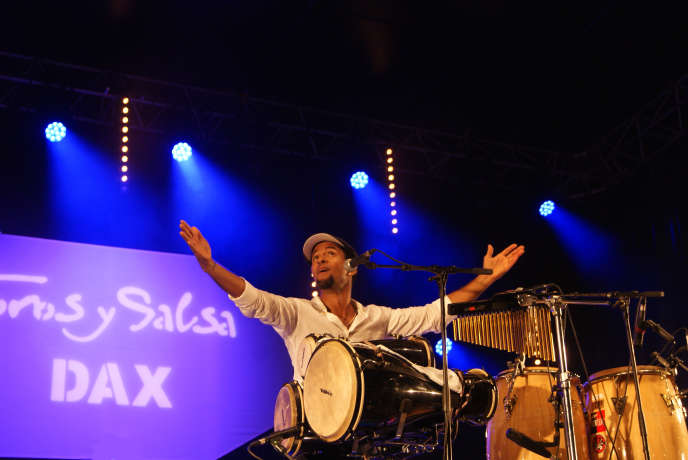 Le percussionniste cubain Yuvisney Aguilar au festival Toros y Salsa.