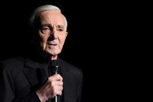 Charles Aznavour à l'AccorHotels Arena de Paris-Bercy, le 13 décembre 2017, à Paris.