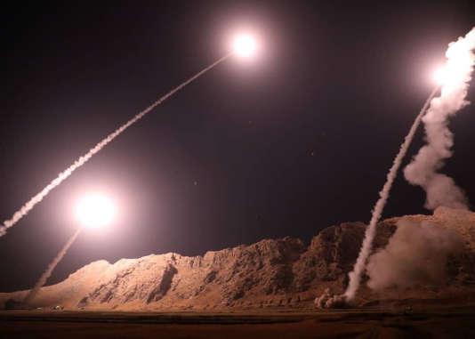 Images difusées par les Gardiens de la révolution des missiles tirés sur le territoire syrien par l'Iran.