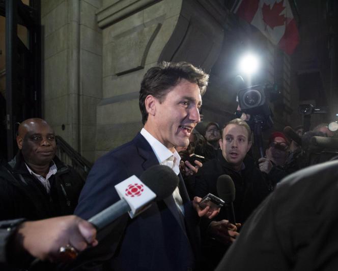 Le premier ministre du Canada, Justin Trudeau, quitte ses bureaux après un conseil des ministres extraordinaire, à Ottawa, le 30 septembre.
