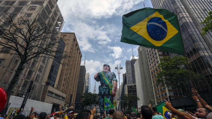 Des partisans de Jair Bolsonaro, le 30 septembre à Sao Paulo.
