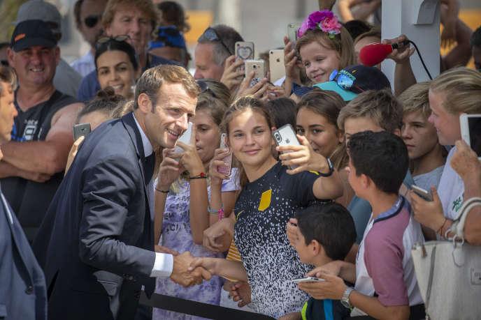 Emmanuel Macron, le président de la République, rencontre des habitants de l'île de Saint-Martin, le 30 septembre 2018.