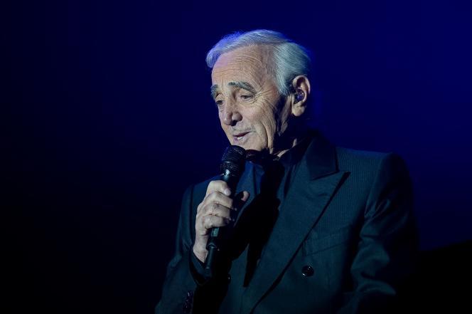 Charles Aznavour en concert à Tours, en 2011.