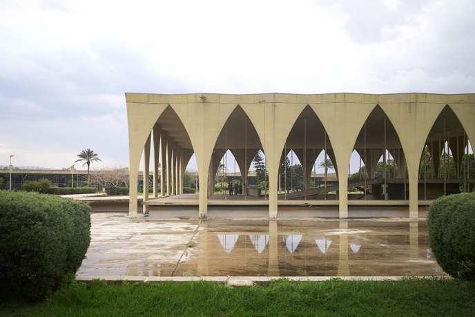 La Foire internationale Rachid Karamé à Tripoli a été conçue en 1963 par l'architecte brésilienOscar Niemeyer.