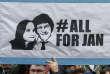 Des Slovaques fêtent la démission du premier ministre Robert Fico après la mort du journaliste Jan Kuciak, à Bratislava, le 16 mars.