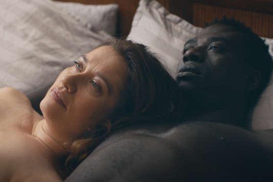 Emmanuelle Devos et Moustapha Mbengue dans« Amin», de Philippe Faucon.