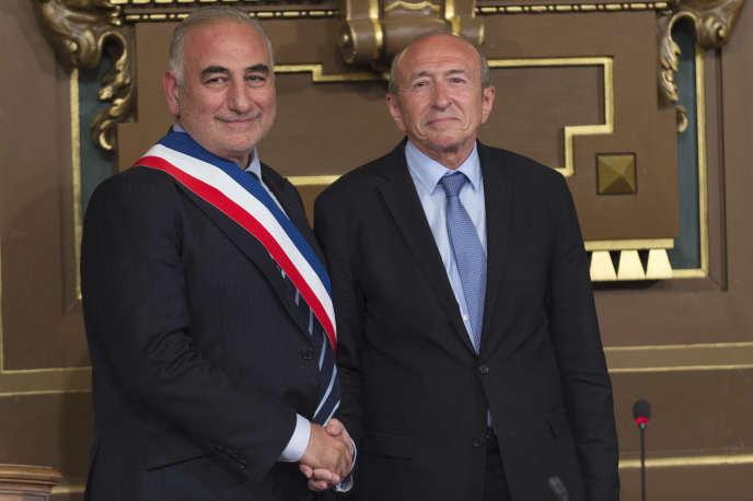 Gérard Collomb passe le relais à Georges Képénékian à la mairie de Lyon, le 17 juillet 2017.