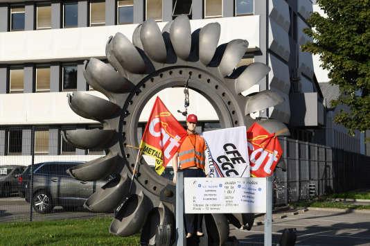 A l'entrée de l'usine General Electric Hydro de Grenoble, le 4 octobre 2017, lors d'un mouvement social.