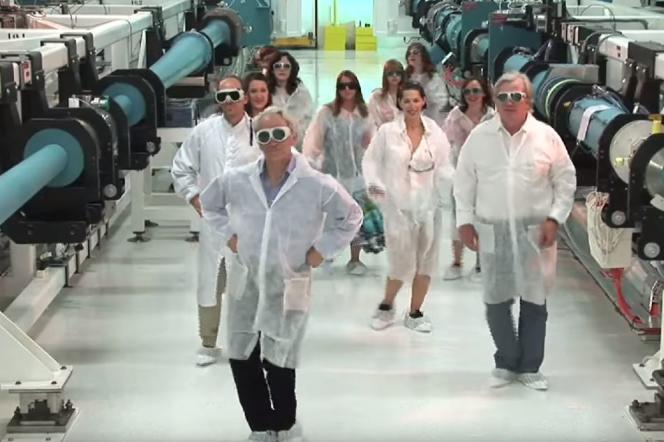 Capture d'écran du clip«Have You Seen ELI 3», mettant en scène le physicien Gérard Mourou.
