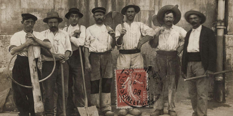 Groupes d'ouvriers étranges, d'origine italienne,  France, 1908, carte postale ---