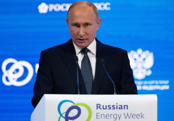 Le président russe, Vladimir Poutine, s'en est pris à Sergueï Skripal lors d'un forum consacré à l'énergie à Moscou le 3 octobre.