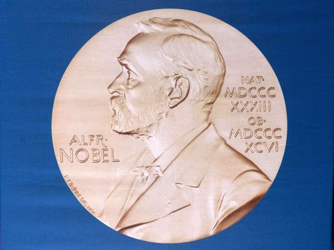 La médaille décernée aux lauréats du prix Nobel. 5 octobre 2015