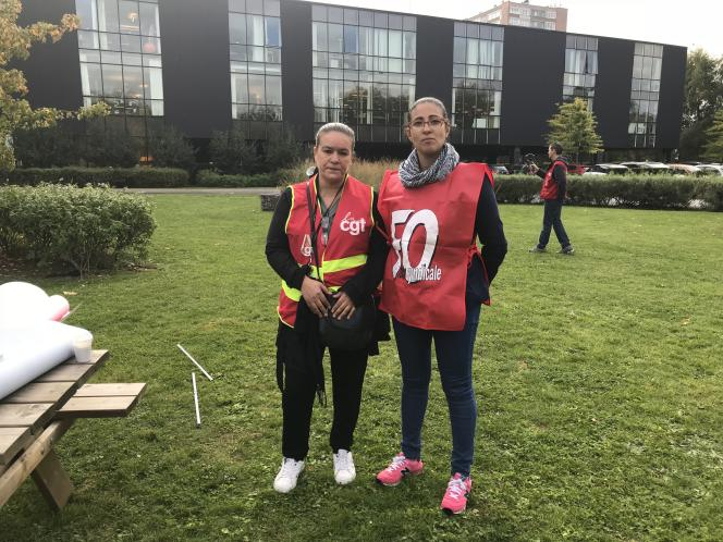 Yamina Azzi (CGT) et Nadia Ferrante (FO), déléguées syndicales à Happychic, se sont mises en grève de la faim, à Roubaix (Nord), le 28 septembre.