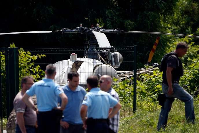 L'hélicoptère utilisé lors de l'évasion de Redoine Faïd, le 1er juillet, est retrouvé le même jour à Gonesse, dans l'Oise.