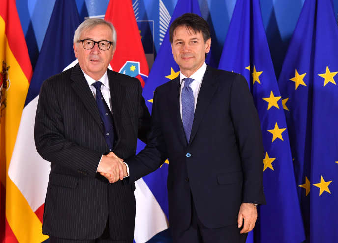 Le président de la Commission européenne, Jean-Claude Juncker (à gauche), avec le chef du gouvernement italien, Giuseppe Conte, à Bruxelles, le 24 juin.