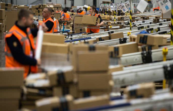 La mesure, qui entre en vigueur le 1ernovembre, concerne 250000 salariés à temps plein et 100000 travailleurs saisonniers.