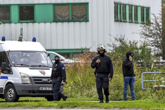 Perquisitions administratives au centre Zahra France de Grande-Synthe (Nord), le 2 octobre.