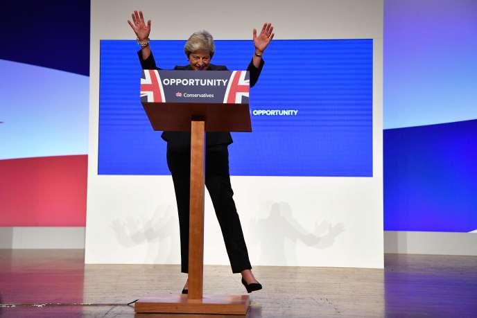 Theresa May à la tribune du congrès des conservateurs britanniques, à Birmingham, le 3octobre.