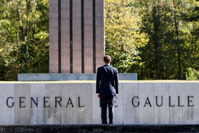 Emmanuel Macron devant le monument en hommage à Charles de Gaulle, à Colombey-les-deux-Eglises (Haute-Marne), à l'occasion des 60 ans de la Constitution, le 4 octobre.