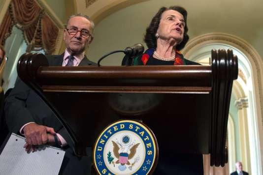 Les leaders démocrates Dianne Feinstein et Chuck Schumer affirment que l'enquête menée par le FBI est « incomplète », à Washington, le 4 octobre.