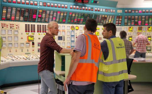 Des employés d'EDF dans le simulateur de salle de contrôle de la centrale nucléaire de Fessenheim, le 12 juin.