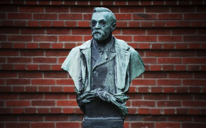 Statue d'Alfred Nobel à l'institut Karolinska de Stockholm