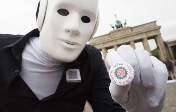 Un opposant aux« robots tueurs» à Berlin, en Allemagne, le 24 août.