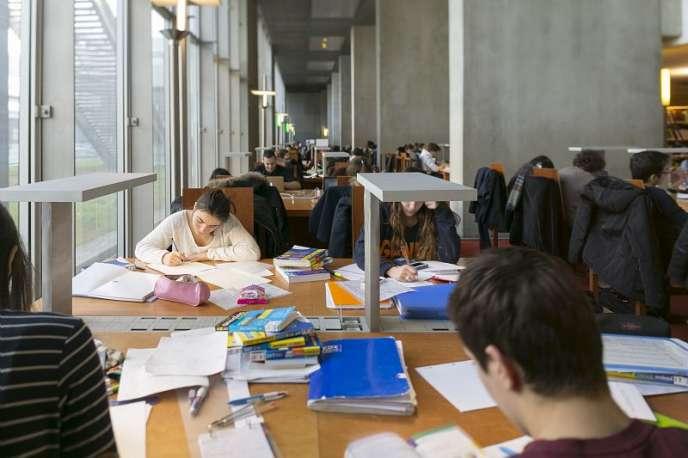 Salle de lecture de la Bibliothèque nationale de France (BnF), à Paris.