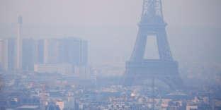 Paris, lors d'un pic de pollution, le 9 décembre 2016.