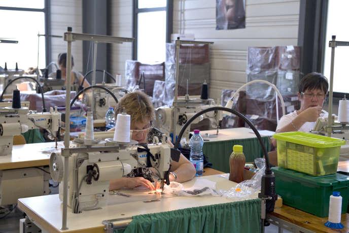 L'atelier de l'entreprise de lingerie Indiscrète, à Chauvigny (Vienne), en 2013.
