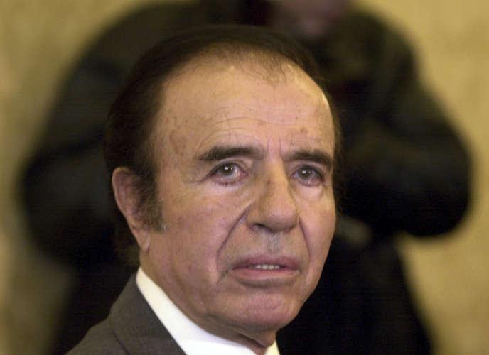 L'ancien président argentin Carlos Menem (1989-1999), 88 ans et sénateur.