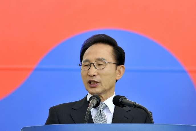 L'ancien président Lee Myung-bak, en septembre2012, dans une base militaire de Gyeryong.