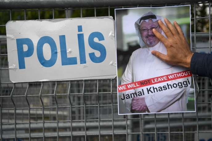 Vendredi 5 octobre, une manifestation de soutien au journalisteJamal Khashoggi, disparu depuis mardi, alors qu'il s'était rendu au consulat soudien, à Istanbul, en Turquie.