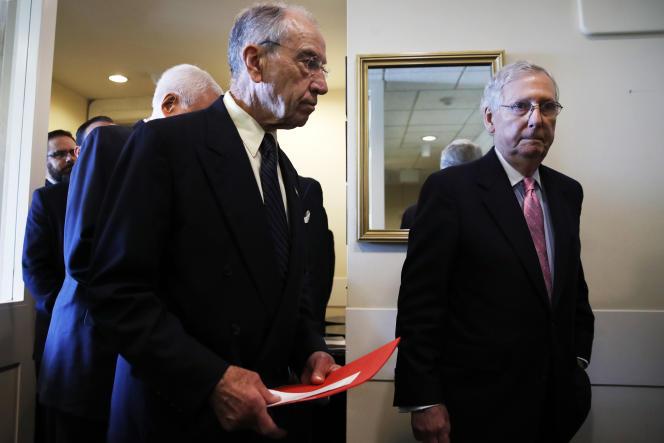 Des élus républicains, dont le patron du groupe au Sénat, Mitch McConnell.