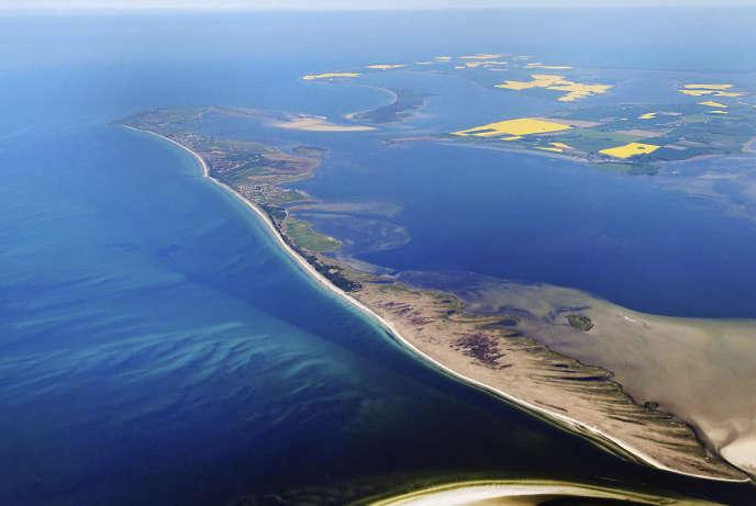 L'île Hiddensee, sur la côte baltique allemande, vue aérienne.
