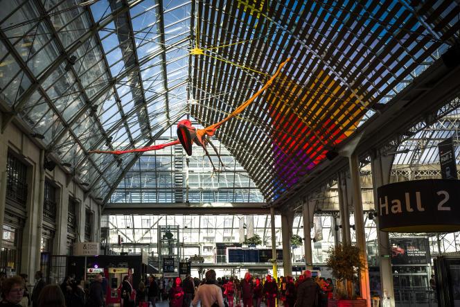 «Le soleil se lève et se couche sans obstacle», une installation de The Tropicool Company, gare de Lyon dans le cadre de laNuit blanche 2018.
