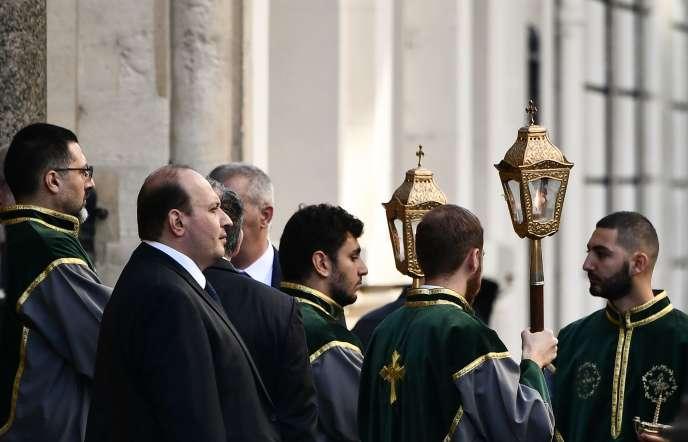 Les obsèques de Charles Aznavour ont été célébrées samedi 6 octobre à la cathédrale arménienne Saint-Jean-Baptiste à Paris.