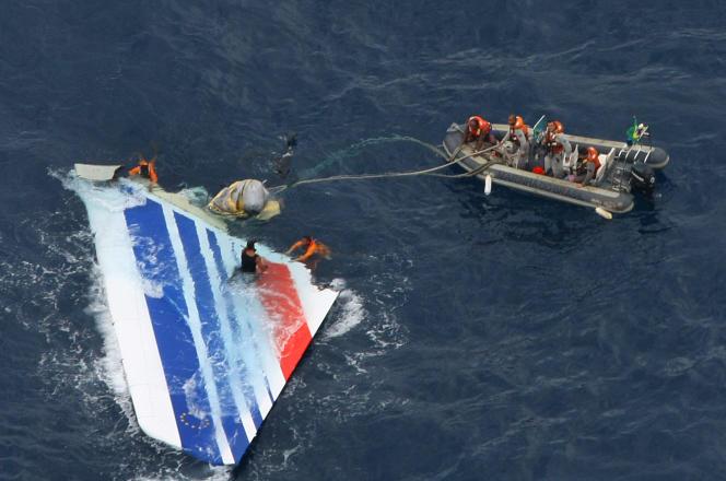 Photo diffusée le 8 juin 2009 de l'épave de l'A330 d'Air France qui s'est abîmé dans l'océan Atlantique, le 1er juin, alors que l'appareil reliait Rio à Paris.