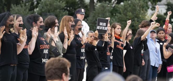 Des manifestantes contre la nomination de Brett Kavanaugh à la Cour suprême des Etats-Unis, devant le Capitole à Washington, le 6 octobre.