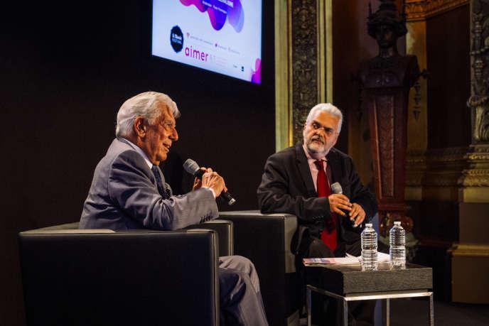 Paulo Paranagua et Mario Vargas Llosa lors du Monde Festival au Palais Garnier, samedi6octobre.