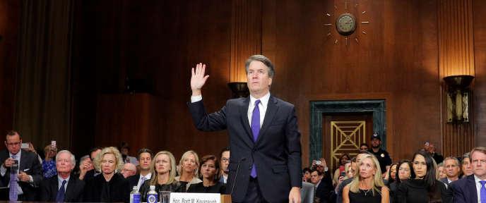 Le juge Brett Kavanaugh prête serment devant la commission judiciaire du Sénat, à Washington, le 27 septembre.