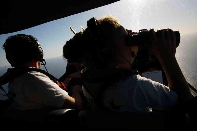 Il faudra une petite heure au «Colibri» pour rejoindre les abords de la Libye, à 160milles marins de là. Aux commandes, vendredi 5 octobre au matin, Benoît Micolon.