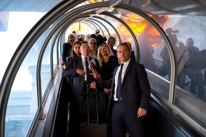 L'ancien ministre de l'intérieur, Gérard Collomb, arrive à la gare de Lyon-Perrache, à Lyon, le 3 octobre.